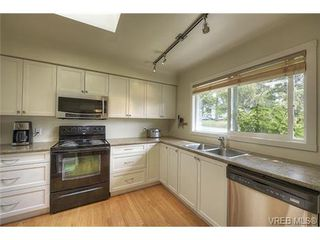 Photo 2: 312 Brunswick Place in VICTORIA: SW Tillicum Single Family Detached for sale (Saanich West)  : MLS®# 367358
