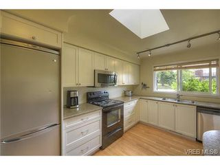 Photo 3: 312 Brunswick Place in VICTORIA: SW Tillicum Single Family Detached for sale (Saanich West)  : MLS®# 367358