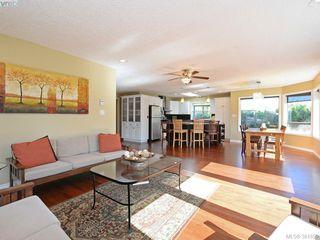 Photo 3: 4901 Maxine Lane in VICTORIA: SE Cordova Bay Single Family Detached for sale (Saanich East)  : MLS®# 767062