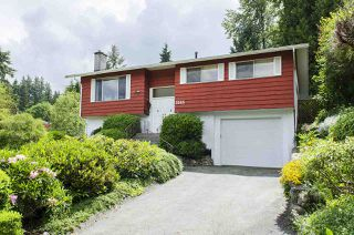 Photo 1: 3345 HENRY STREET in Port Moody: Port Moody Centre House for sale : MLS®# R2176365
