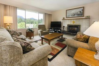 Photo 2: 3345 HENRY STREET in Port Moody: Port Moody Centre House for sale : MLS®# R2176365
