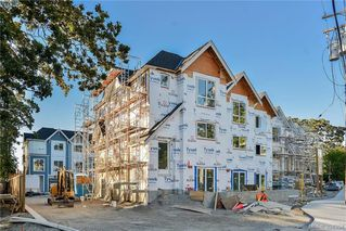 Photo 2: 1 1032 Cloverdale Ave in VICTORIA: SE Quadra Row/Townhouse for sale (Saanich East)  : MLS®# 790555