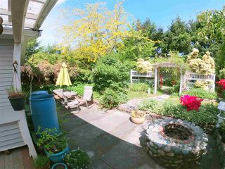 Photo 2: 5702 MEDUSA Street in Sechelt: Sechelt District House for sale (Sunshine Coast)  : MLS®# R2323721
