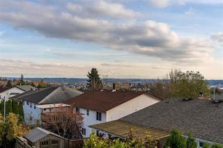 Photo 2: 19628 68 Avenue in Langley: Willoughby Heights House for sale : MLS®# R2327312