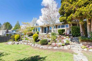 Photo 2: 1535 KINGS Avenue in West Vancouver: Ambleside House for sale : MLS®# R2360802