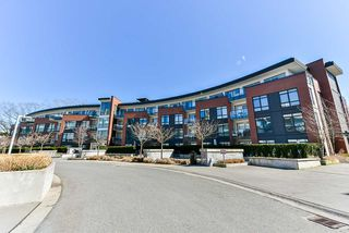 """Photo 1: 117 22 E ROYAL Avenue in New Westminster: Fraserview NW Condo for sale in """"The Lookout - Victoria Hill"""" : MLS®# R2385035"""