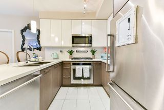 """Photo 3: 117 22 E ROYAL Avenue in New Westminster: Fraserview NW Condo for sale in """"The Lookout - Victoria Hill"""" : MLS®# R2385035"""