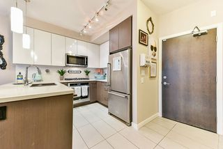 """Photo 2: 117 22 E ROYAL Avenue in New Westminster: Fraserview NW Condo for sale in """"The Lookout - Victoria Hill"""" : MLS®# R2385035"""
