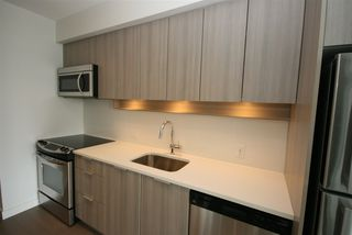 Photo 4: 1911 13308 CENTRAL AVENUE in Surrey: Whalley Condo for sale (North Surrey)  : MLS®# R2399583