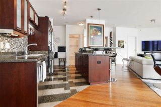 """Photo 4: 2202 1228 W HASTINGS Street in Vancouver: Coal Harbour Condo for sale in """"Palladio"""" (Vancouver West)  : MLS®# R2485869"""