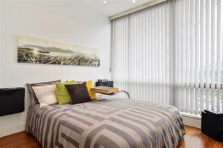 """Photo 15: 2202 1228 W HASTINGS Street in Vancouver: Coal Harbour Condo for sale in """"Palladio"""" (Vancouver West)  : MLS®# R2485869"""