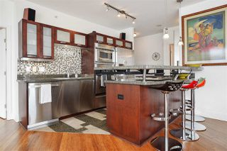 """Photo 5: 2202 1228 W HASTINGS Street in Vancouver: Coal Harbour Condo for sale in """"Palladio"""" (Vancouver West)  : MLS®# R2485869"""