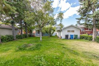 Photo 2: 1830 41 Street SE in Calgary: Forest Lawn Detached for sale : MLS®# A1022931