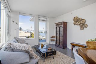 """Photo 4: 805 668 COLUMBIA Street in New Westminster: Quay Condo for sale in """"TRAPP + HOLBROOK"""" : MLS®# R2503921"""
