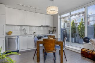 """Photo 2: 805 668 COLUMBIA Street in New Westminster: Quay Condo for sale in """"TRAPP + HOLBROOK"""" : MLS®# R2503921"""