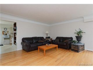 Photo 3: 3398 Hatley Dr in VICTORIA: Co Lagoon Single Family Detached for sale (Colwood)  : MLS®# 674855