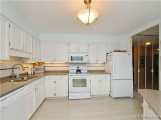 Photo 3: 213 225 Belleville Street in VICTORIA: Vi James Bay Condo Apartment for sale (Victoria)  : MLS®# 345926