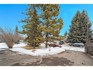 Photo 2: 126 OAKMOOR Place SW in Calgary: Oakridge House for sale : MLS®# C4101337