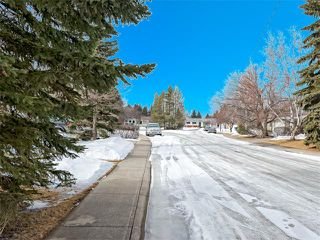 Photo 3: 126 OAKMOOR Place SW in Calgary: Oakridge House for sale : MLS®# C4101337