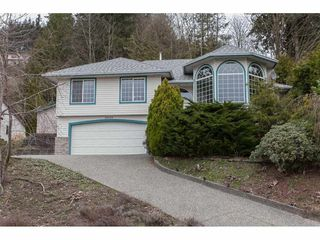 Photo 1: 35553 DINA Place in Abbotsford: Abbotsford East House for sale : MLS®# R2148905