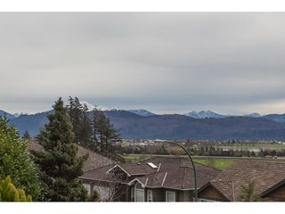 Photo 2: 35553 DINA Place in Abbotsford: Abbotsford East House for sale : MLS®# R2148905