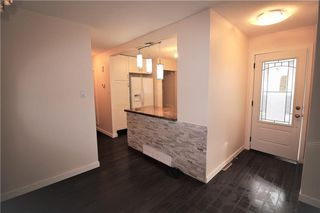 Photo 4: 3318A 38 Street SW in Calgary: Glenbrook House for sale : MLS®# C4120224