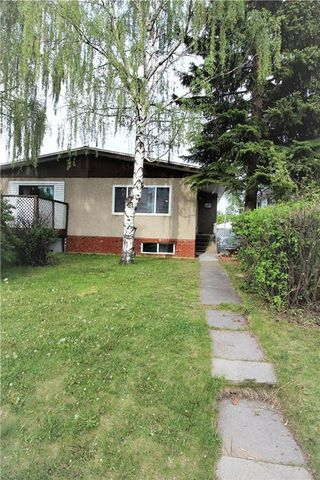 Photo 1: 3318A 38 Street SW in Calgary: Glenbrook House for sale : MLS®# C4120224