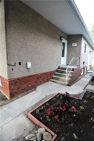Photo 3: 3318A 38 Street SW in Calgary: Glenbrook House for sale : MLS®# C4120224