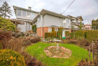 Photo 1: 950 W 57TH Avenue in Vancouver: South Cambie House for sale (Vancouver West)  : MLS®# R2233368