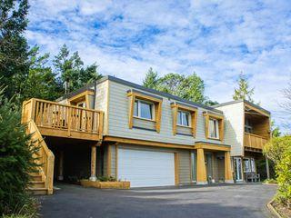 Photo 1: 3693 Oakridge Drive in Hammond Bay: House for sale : MLS®# 407321