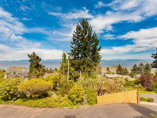Photo 2: 3693 Oakridge Drive in Hammond Bay: House for sale : MLS®# 407321