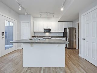 Photo 10: 302 Garrison Square SW in Calgary: Garrison Woods Row/Townhouse for sale : MLS®# C4225939