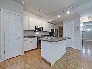 Photo 7: 302 Garrison Square SW in Calgary: Garrison Woods Row/Townhouse for sale : MLS®# C4225939