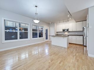 Photo 12: 302 Garrison Square SW in Calgary: Garrison Woods Row/Townhouse for sale : MLS®# C4225939