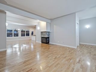 Photo 17: 302 Garrison Square SW in Calgary: Garrison Woods Row/Townhouse for sale : MLS®# C4225939