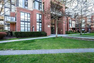 """Photo 2: 602 11 E ROYAL Avenue in New Westminster: Fraserview NW Condo for sale in """"VICTORIA HILL"""" : MLS®# R2353867"""