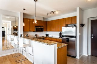 """Photo 5: 602 11 E ROYAL Avenue in New Westminster: Fraserview NW Condo for sale in """"VICTORIA HILL"""" : MLS®# R2353867"""