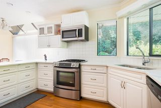 Photo 5: 13281 AMBLE GREENE Place in Surrey: Crescent Bch Ocean Pk. House for sale (South Surrey White Rock)  : MLS®# R2395483