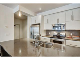 Photo 2: 302 414 MEREDITH Road NE in Calgary: Crescent Heights Condo for sale : MLS®# C4039289