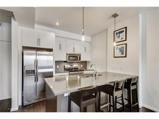 Photo 5: 302 414 MEREDITH Road NE in Calgary: Crescent Heights Condo for sale : MLS®# C4039289
