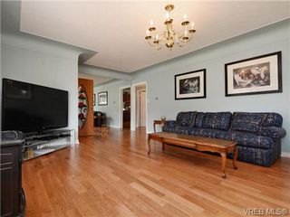 Photo 3: 833 Wollaston St in VICTORIA: Es Old Esquimalt Single Family Detached for sale (Esquimalt)  : MLS®# 739160