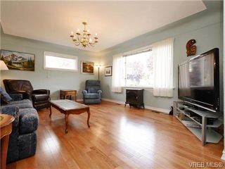 Photo 2: 833 Wollaston St in VICTORIA: Es Old Esquimalt Single Family Detached for sale (Esquimalt)  : MLS®# 739160
