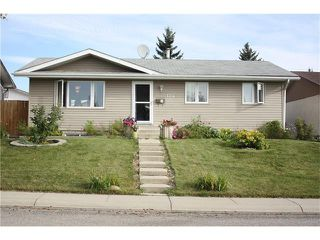 Photo 1: 124 MAITLAND Road NE in Calgary: Marlborough Park House for sale : MLS®# C4079427