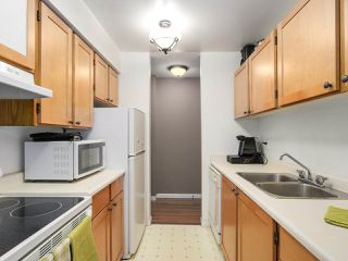 "Photo 11: 220 65 FIRST Street in New Westminster: Downtown NW Condo for sale in ""KINNARD PLACE"" : MLS®# R2159319"