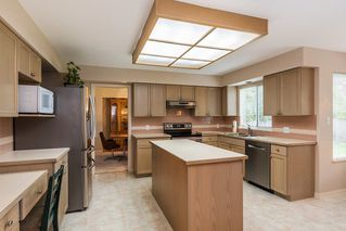 """Photo 7: 8565 215 Street in Langley: Walnut Grove House for sale in """"Forest Hills"""" : MLS®# R2162410"""