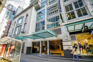 """Photo 3: 1810 610 GRANVILLE Street in Vancouver: Downtown VW Condo for sale in """"The Hudson"""" (Vancouver West)  : MLS®# R2227120"""