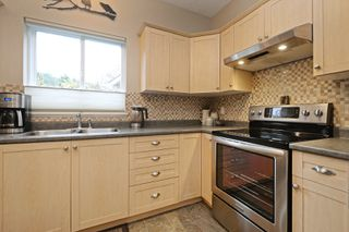 Photo 10: 134 Thetis Vale Crescent in VICTORIA: VR Six Mile Single Family Detached for sale (View Royal)  : MLS®# 386180