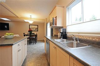 Photo 7: 134 Thetis Vale Cres in VICTORIA: VR Six Mile Single Family Detached for sale (View Royal)  : MLS®# 776055