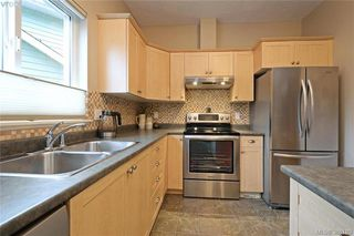Photo 8: 134 Thetis Vale Cres in VICTORIA: VR Six Mile Single Family Detached for sale (View Royal)  : MLS®# 776055