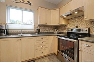 Photo 9: 134 Thetis Vale Crescent in VICTORIA: VR Six Mile Single Family Detached for sale (View Royal)  : MLS®# 386180